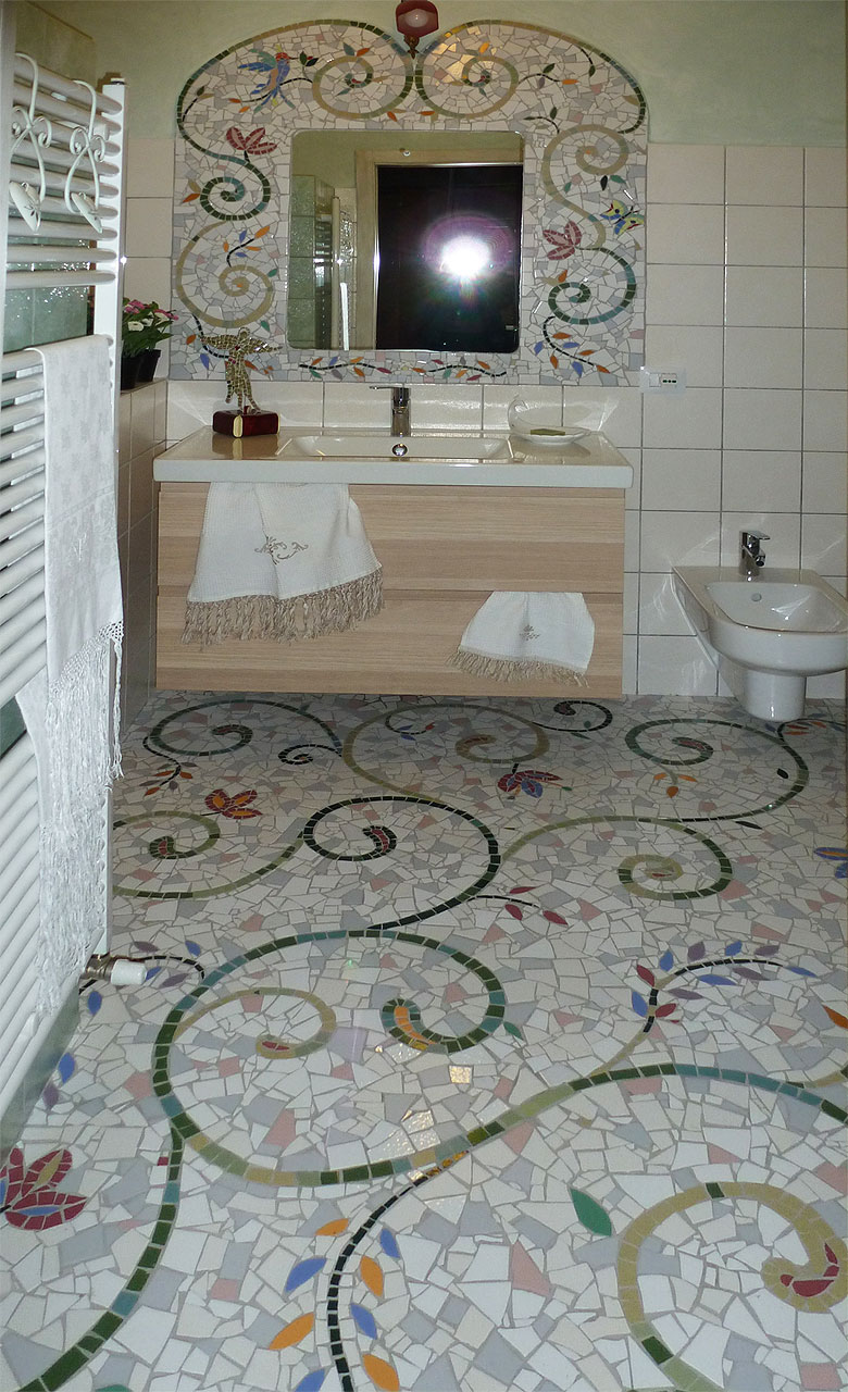 Novit 2012 mosaici in palladiana mosaico artistico - Mosaico pavimento bagno ...
